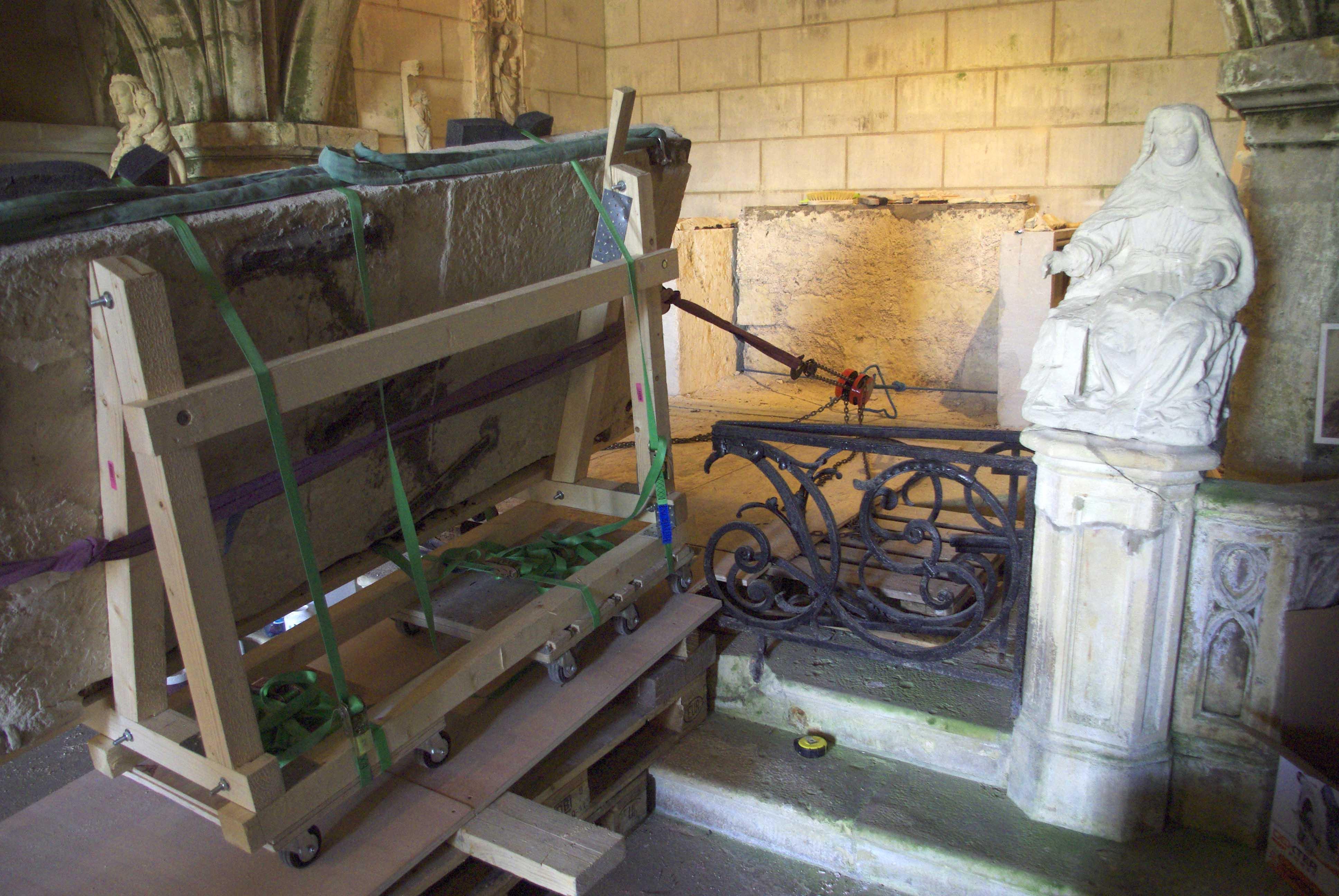 Fulbert Dubois restauration patrimoine sculpture démontage autel pierre avant restauration